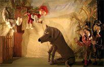 TITIRILANDIA es, para niños y adultos, una de las más bellas tradiciones madrileñas, que mantiene viva una forma teatral entrañable, tan presente en nuestra cultura desde Cervantes a García Lorca